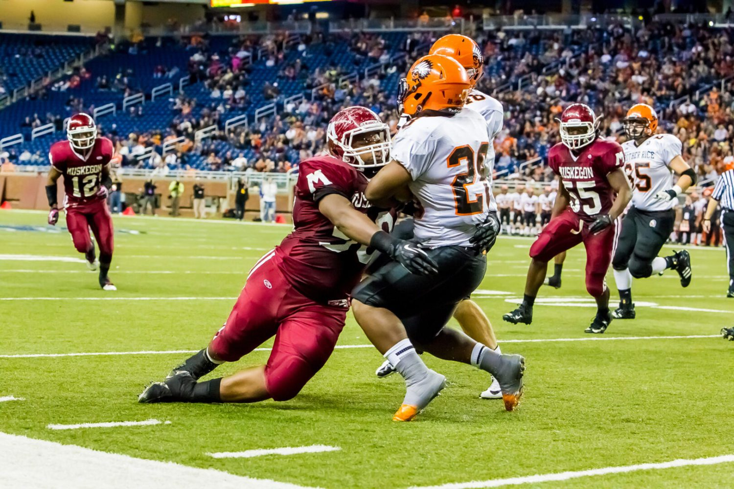 Muskegon Big Reds fall victim to late trick plays in Division 2 state title setback to Birmingham Brother Rice