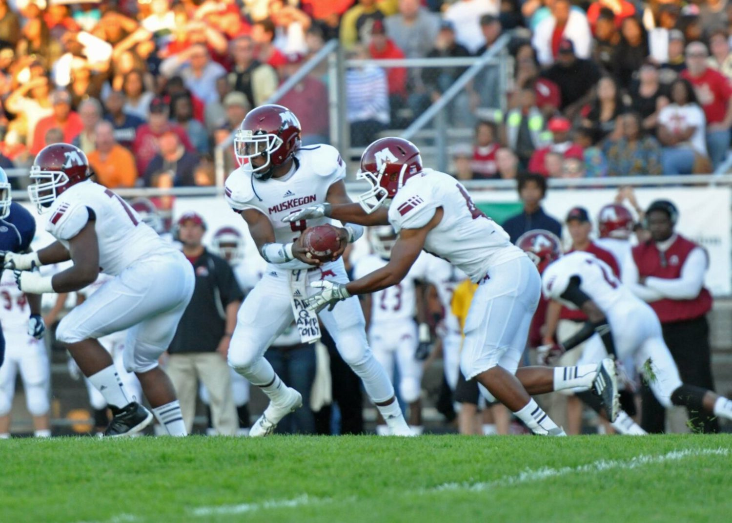 Huge crowd witnesses a classic football game as Muskegon Big Reds outlast Mona Shores