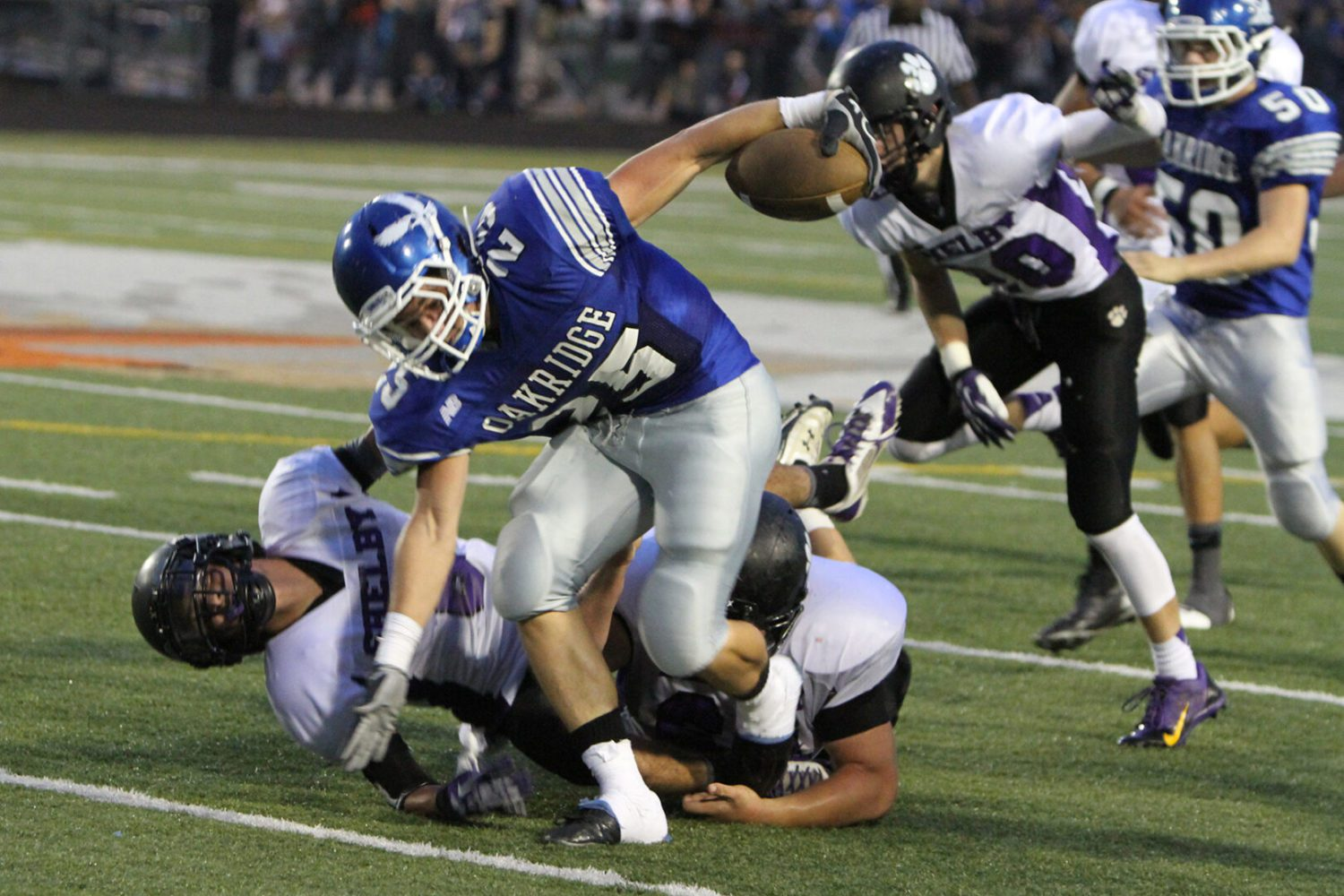 Hook-and-ladder play works as Shelby pulls out dramatic 22-19 victory over Oakridge [video]