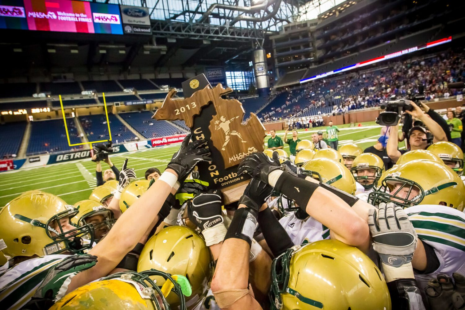 Running game powers Muskegon Catholic to ninth state title with 35-12 victory over Beal City