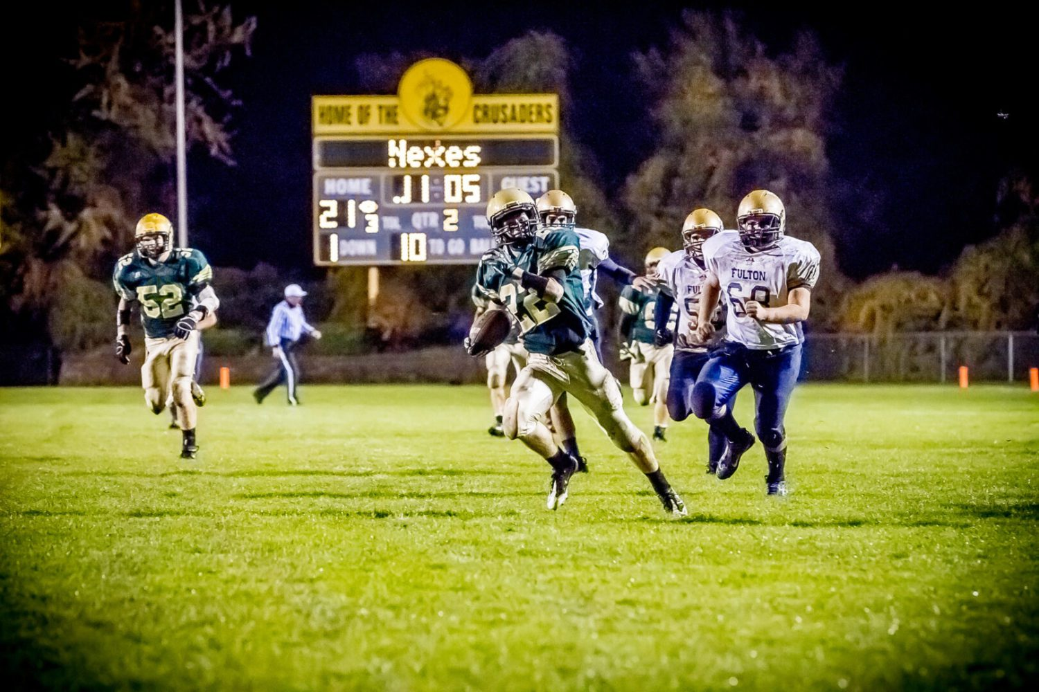 Muskegon Catholic cruises into Division 8 district finals with rout of Fulton