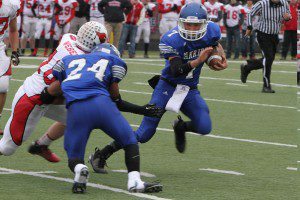 Oakridge's Austin Wright scoots around the left end. Photo/Jeff Peterson
