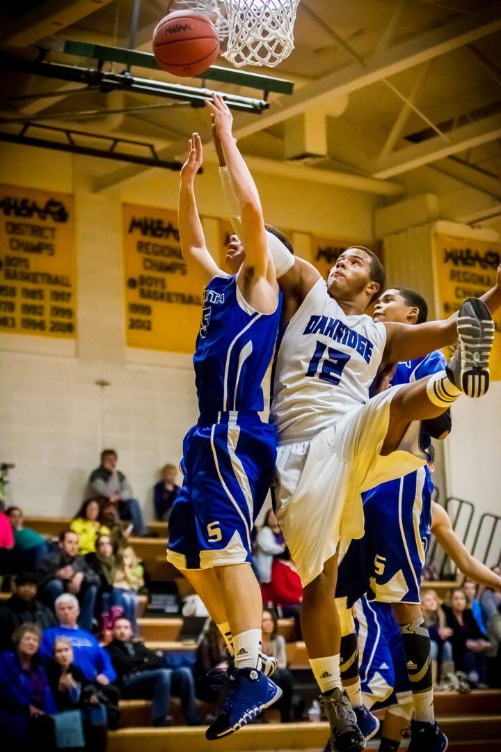 Fourth-quarter surge lifts Oakridge past Sparta for boys basketball win