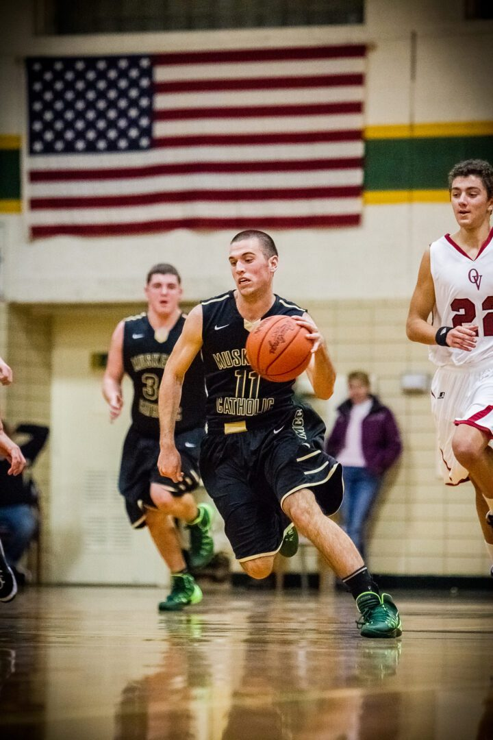 Muskegon Catholic Central beats up Orchard View in 64-38 win