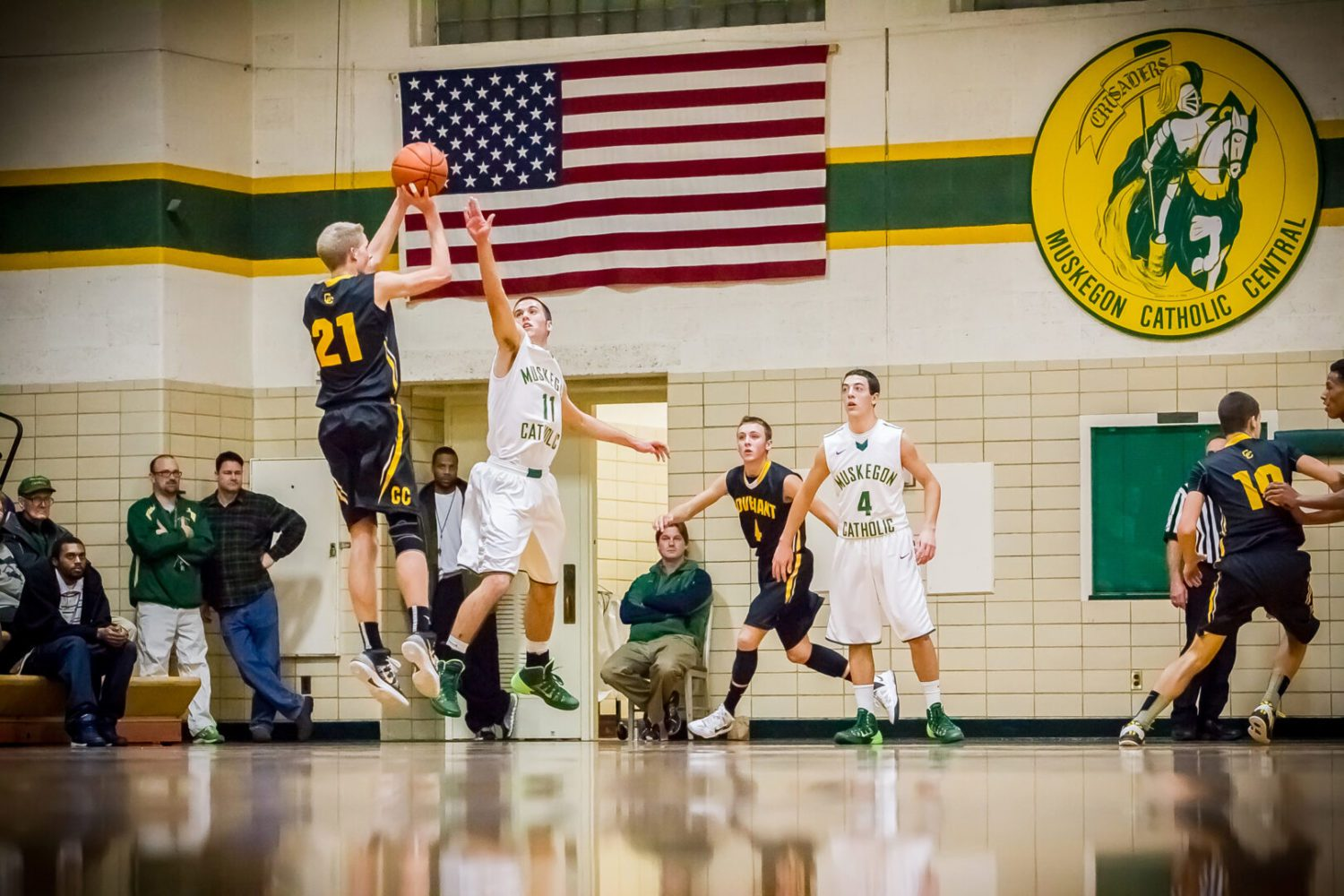 Muskegon Catholic Central boys fall to Grand Rapids Covenant Christian in boys basketball