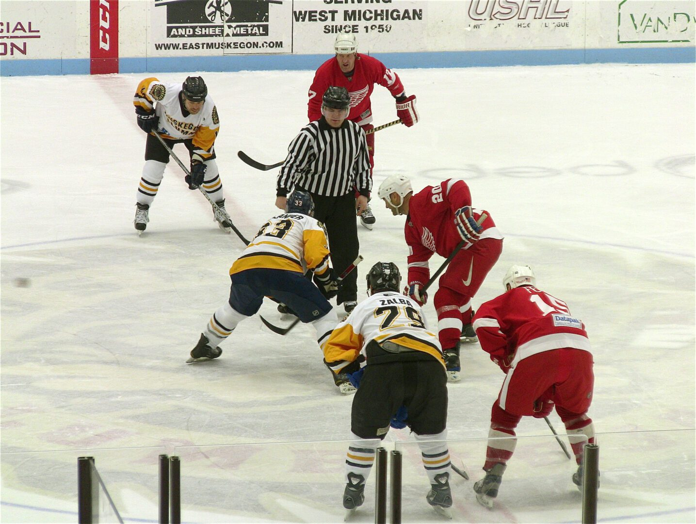 Detroit Red Wings skate by Muskegon Lumberjacks in alumni game at L.C. Walker Arena