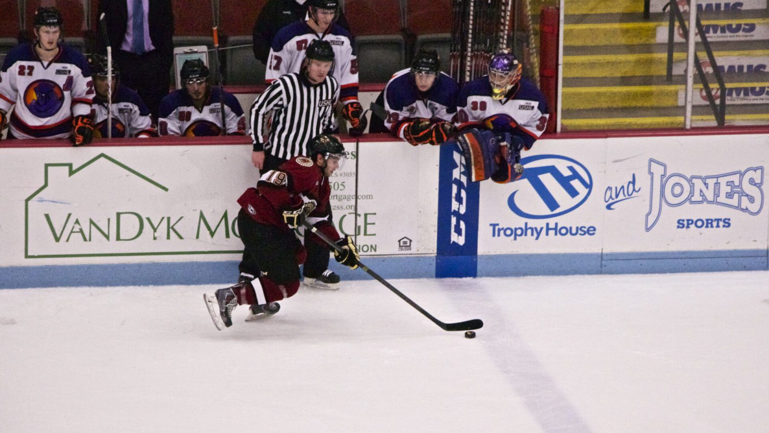 Lumberjacks, Schierhorn win sixth game in a row and move into a tie for fourth place and the final playoff spot