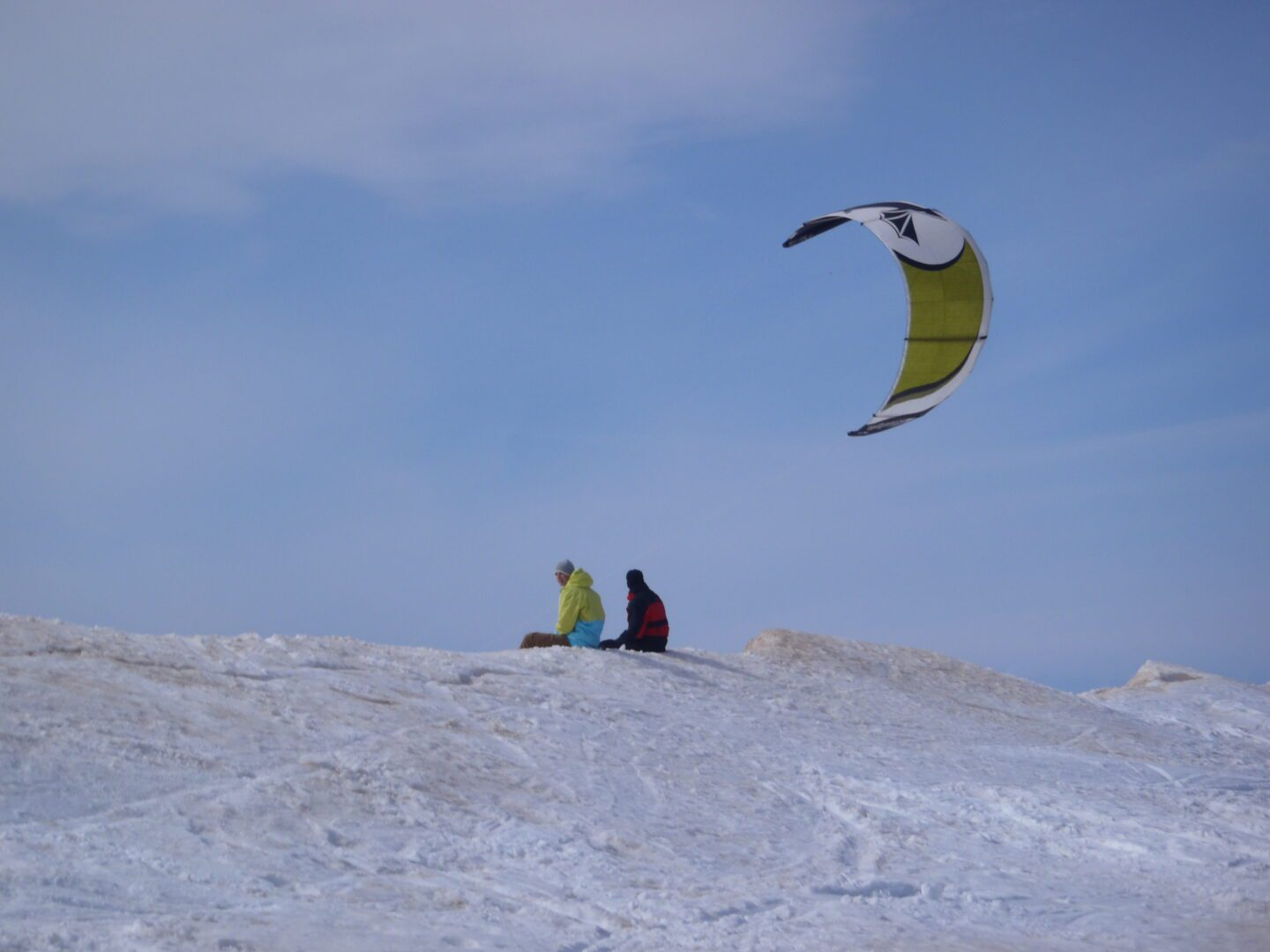 VIDEO: Snowkiting the Last days of winter at Pere Marquette