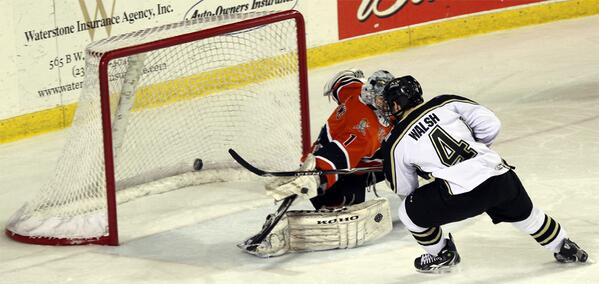 Lumberjacks beat Chicago 3-1; host Green Bay Saturday in a final game showdown for the last playoff spot