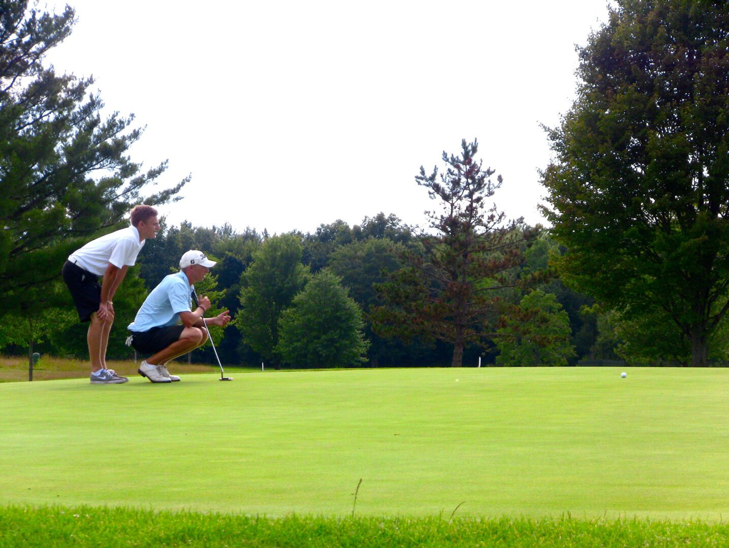 Sunday's final round of the Henderson Memorial golf tournament turned into a family affair [VIDEO]