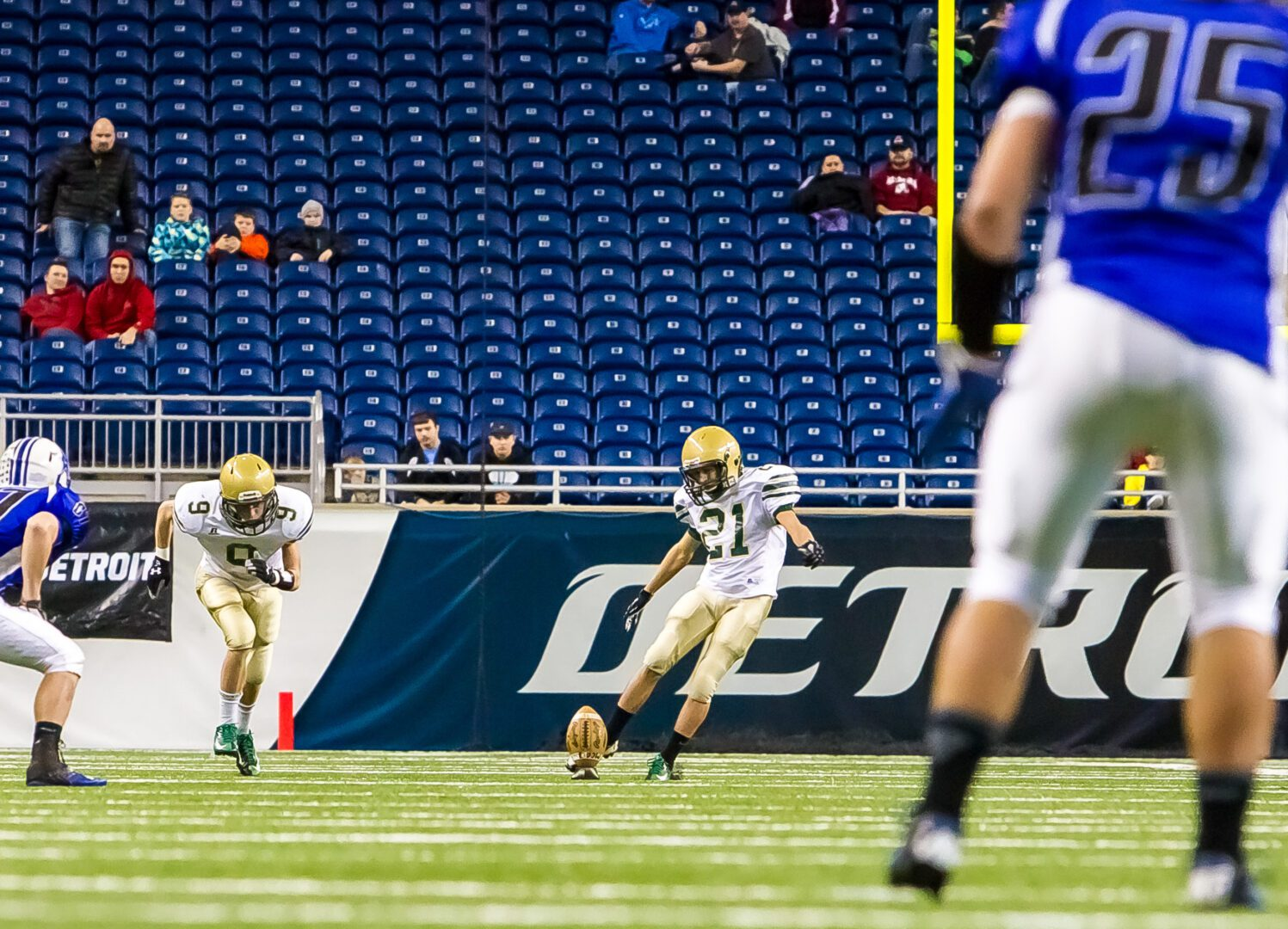 MCC's Mr. Automatic: Placekicker Griffen Seymour is nearly perfect with crucial extra point attempts
