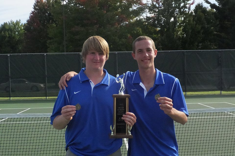 Mona Shores' No. 1 doubles combo, Romaniello and Ribbink, poised to lead Sailors back to state finals