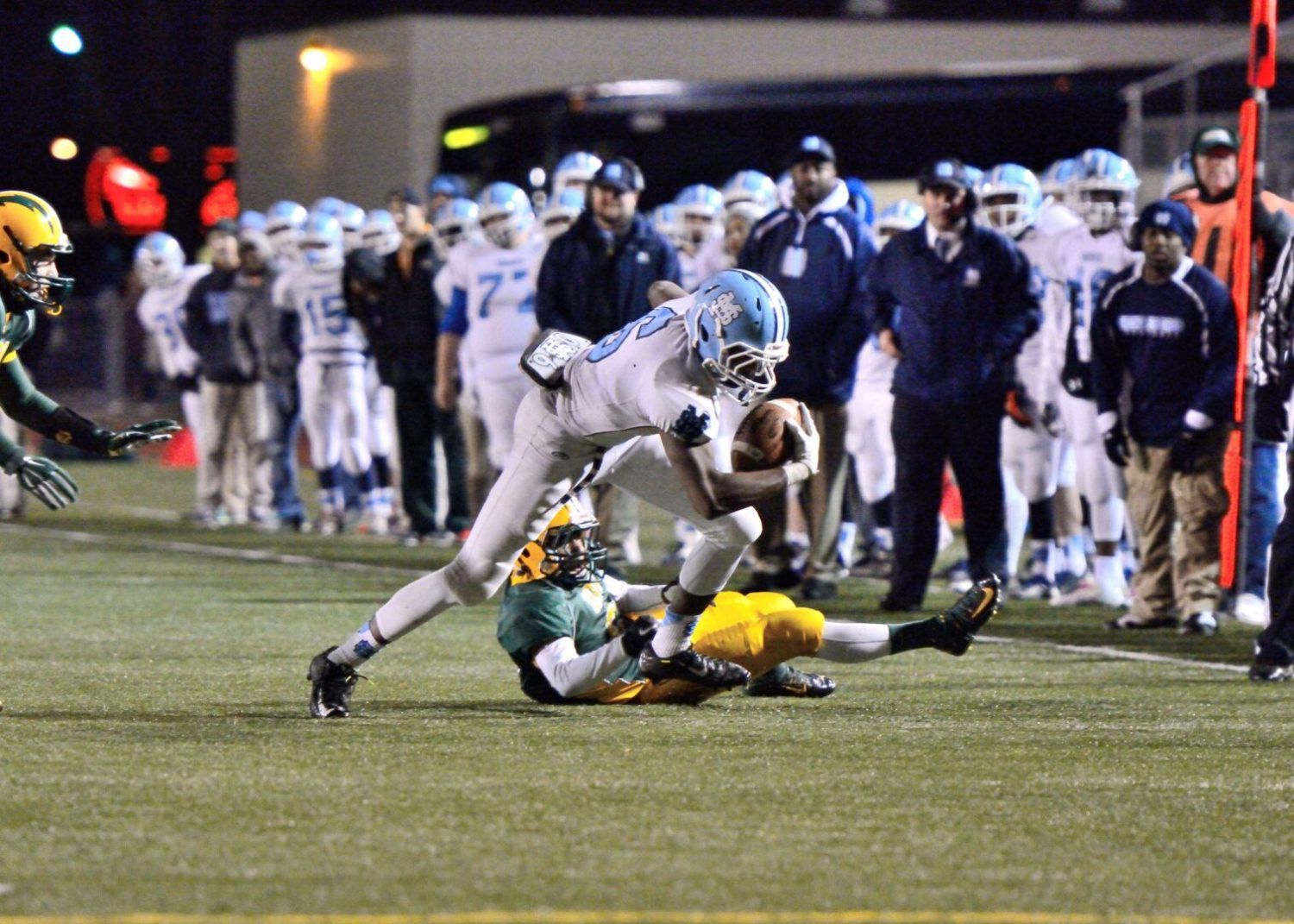 Mona Shores makes a major statement, and captures a district title, with a 41-14 win over Midland Dow