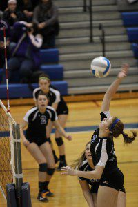 Dana Kass on the spike for Ravenna. Photo/Jim Kass