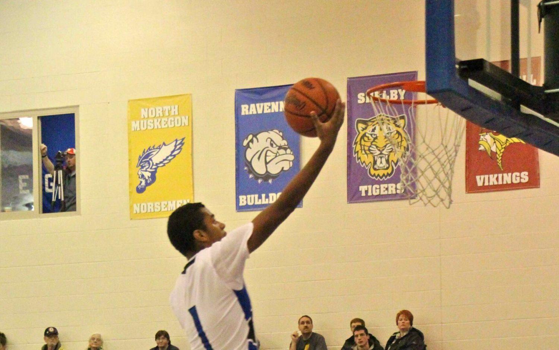 Oakridge boys open the basketball season with a 69-28 pounding of Orchard View