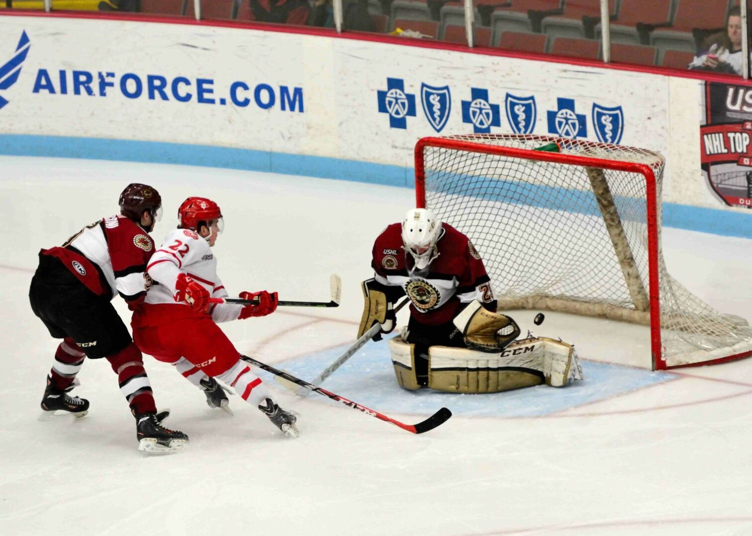 Lumberjacks fall to Dubuque 6-3, narrowing their hold on second place to only one point