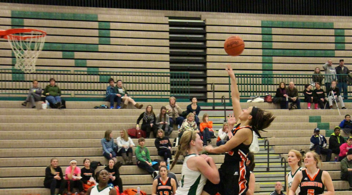 Wahr hits a dramatic 3-pointer at the buzzer to give Ludington girls a 42-39 win over Reeths-Puffer [VIDEO]