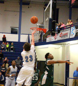 Eric Nelson hits a jump shot over Reeths-Puffer's DeAngelo Williams down the stretch. Photo/Jason Goorman