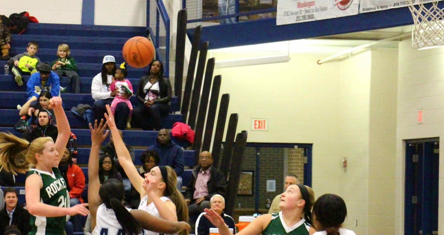 Reeths-Puffer girls nip Mona Shores 37-36, take over first place in O-K Black