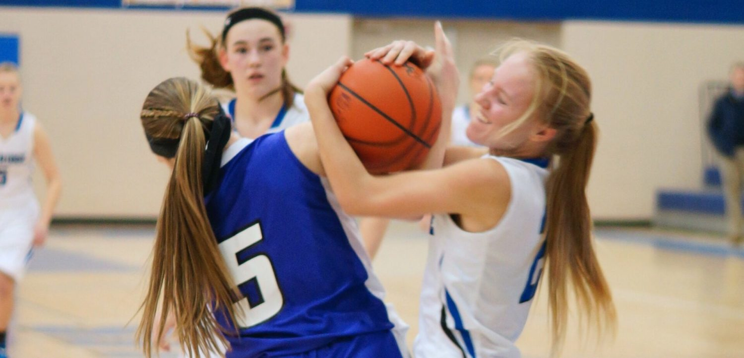 Oakridge girls sneak past Shelby 41-40, clinch West Michigan Conference basketball title in the process
