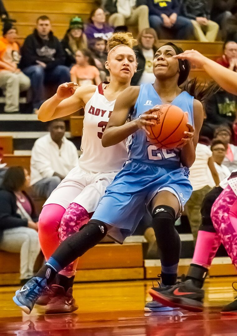 Mona Shores girls squeak out a 50-47 win over Muskegon, stay one game out in O-K Black race