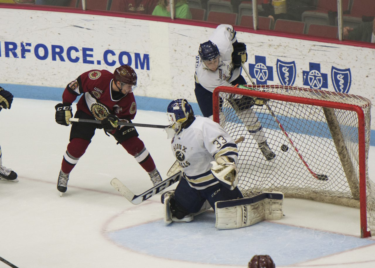 Lumberjacks cough up five goals in a disastrous second period, drop Game 2 to Sioux Falls 6-1