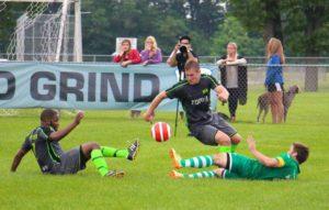 Bandile Mathandela (left) and Brogan Shrimpton go after the loose ball. Photo/Jason Goorman
