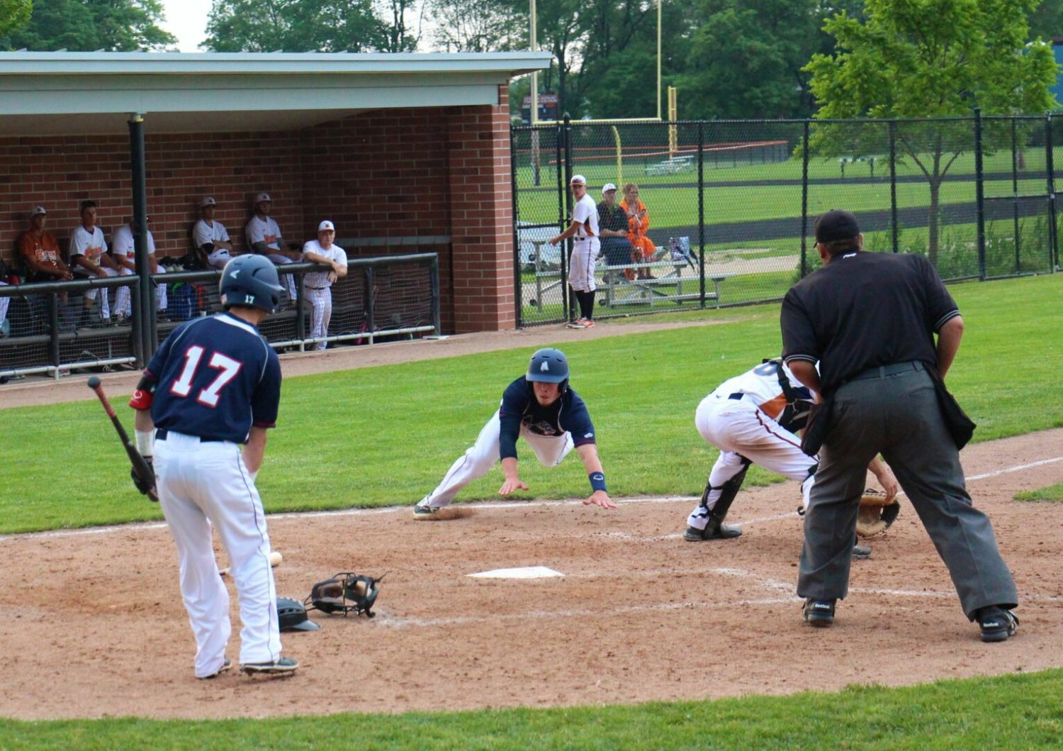 Mandes' ninth-inning single gives Muskegon Clippers a dramatic 4-3 win over Holland