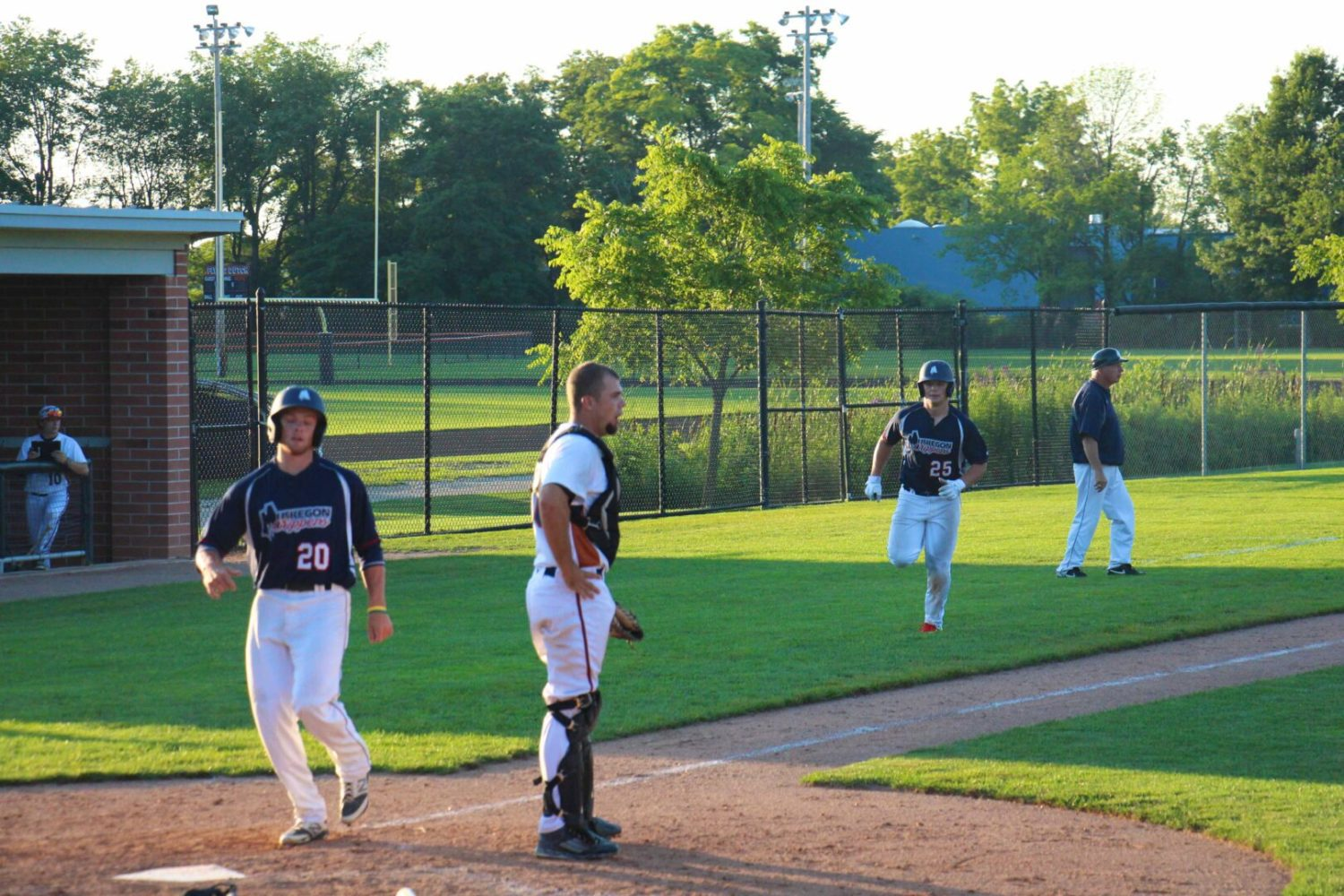 Even with championship wrapped up, Clippers keep pounding the ball in a 15-3 victory over Holland