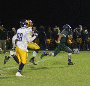 Hesperia's Gerrit Yates breaks free on a long touchdown run. Photo/Scott Stone