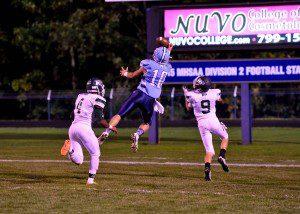 Hunter Broersma (10) catches an Elijah Wilson pass for a Mona Shores touchdown.  Photo/Eric Sturr