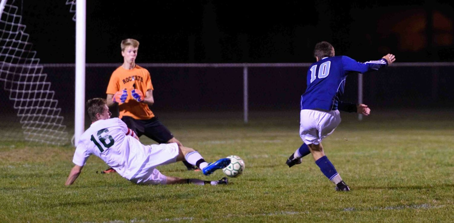 Mona Shores takes advantage of Reeths-Puffer player ejection, beats the Rockets 3-1 in O-K Black soccer