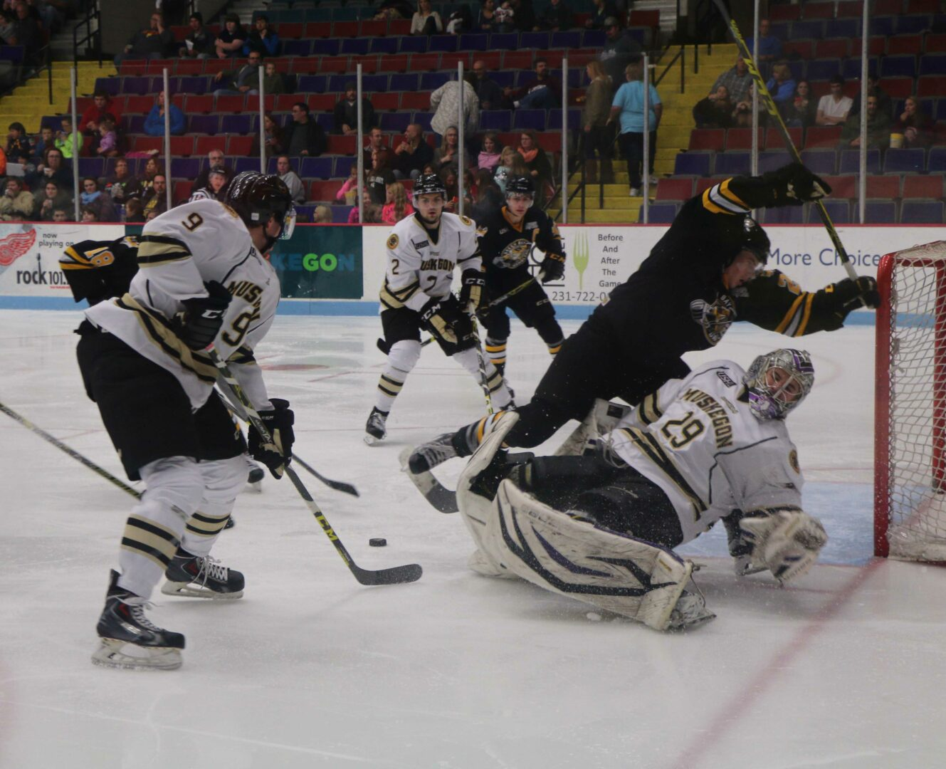 Lumberjacks' home ice woes continue with a 4-2 loss to Green Bay