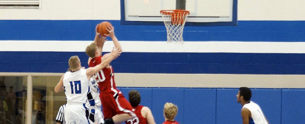 Whitehall boys basketball team sneaks past Oakridge in a West Michigan Conference barnburner, 61-58