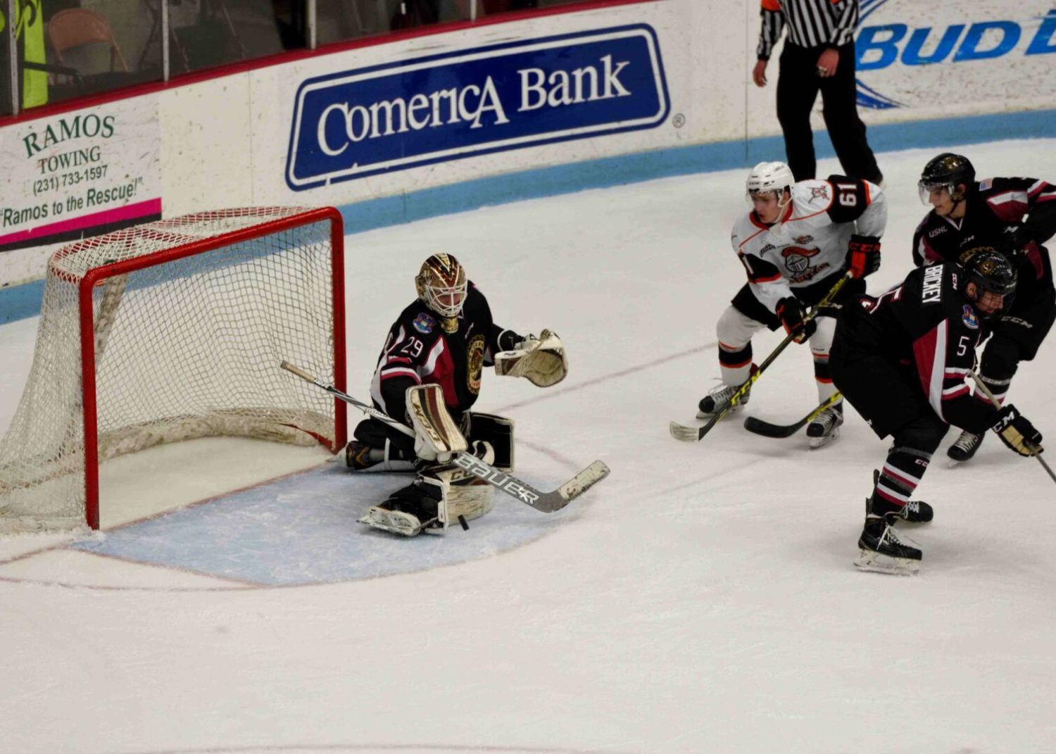 Pitlick scores the winner in OT, giving the Lumberjacks a 3-2 win over Omaha