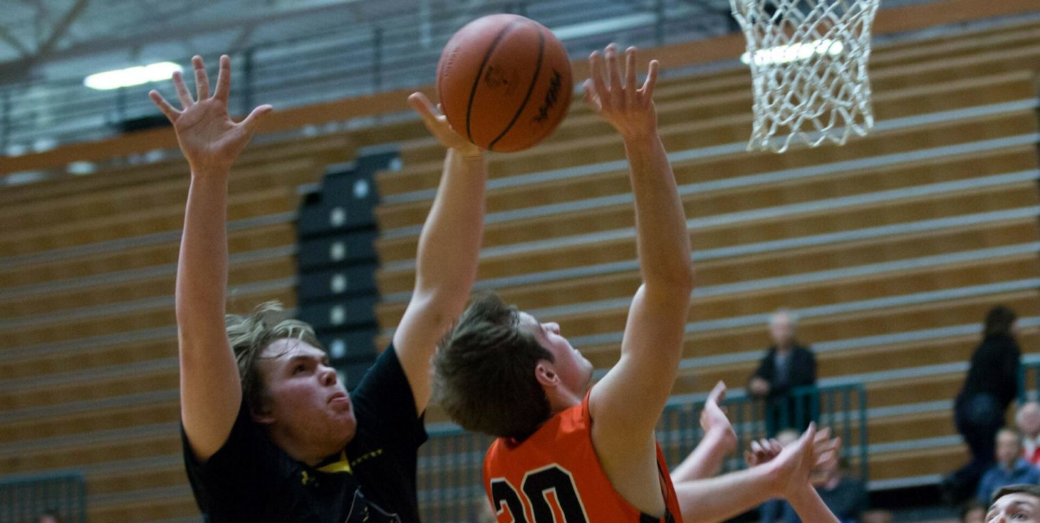 Hewitt hits the game-winning layup, giving Grand Haven a 50-48 win over Rockford