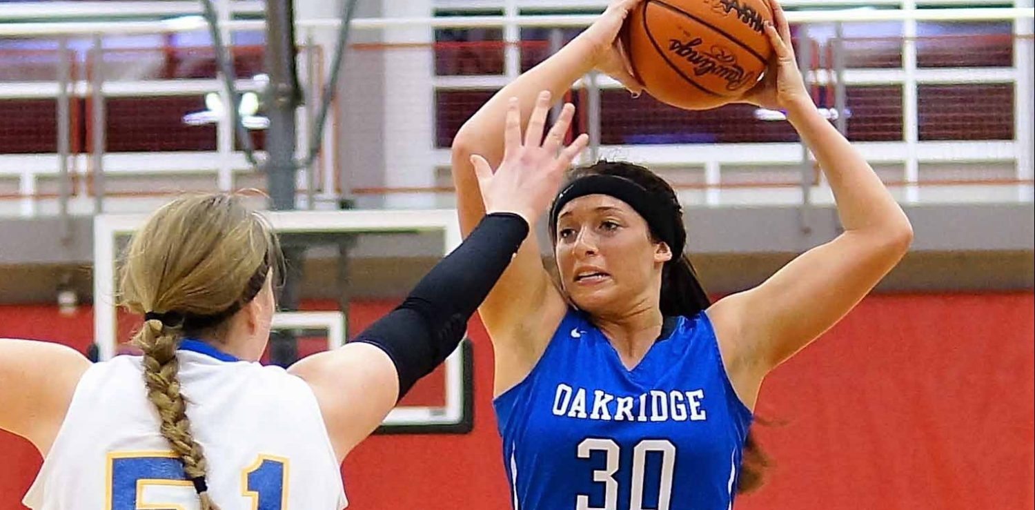 Oakridge outmuscled by GR Catholic in girls regional title game, 56-39
