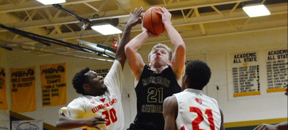 Muskegon Catholic wins its sixth straight district title in boys basketball