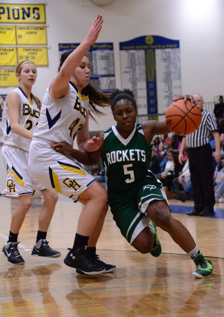 Reeths-Puffer guard No. 5 Artese Williams holds of the pressure from No. 44 Sarah Visser. Photo/Marc Hoeksema