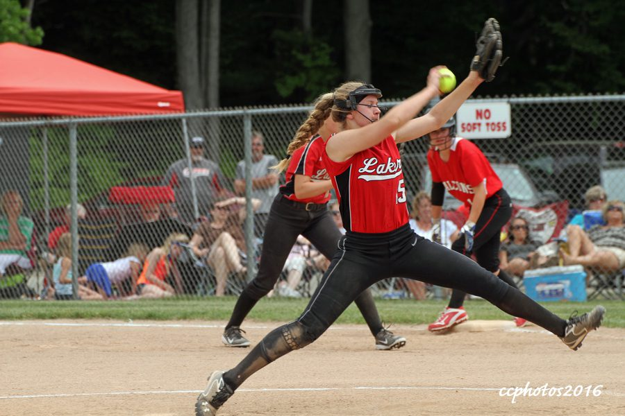 Spring Lake pitcher Madelyn Nelson delivers the pitch. Photo/Carol Cooper