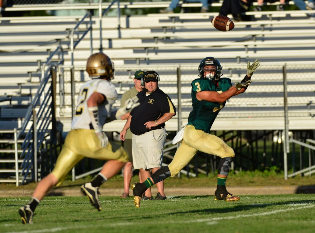 The Crusader's Walker Christoffersen stretches for a catch. Photo/Michael Banka
