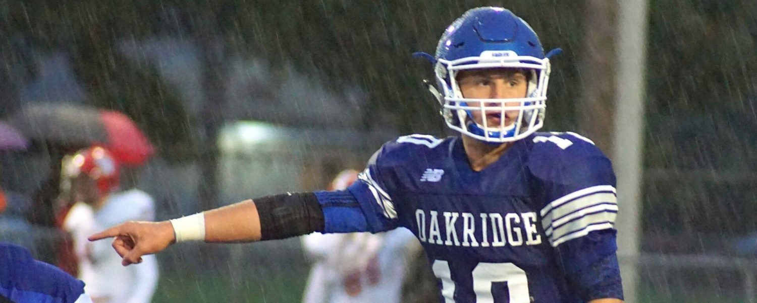 Oakridge squeezes past Whitehall 27-26, takes over first place in conference