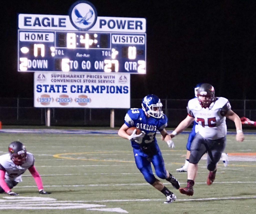Oakridge's No. 33 Blake Masterman rushes past the OV defense. Photo/Leo Valdez