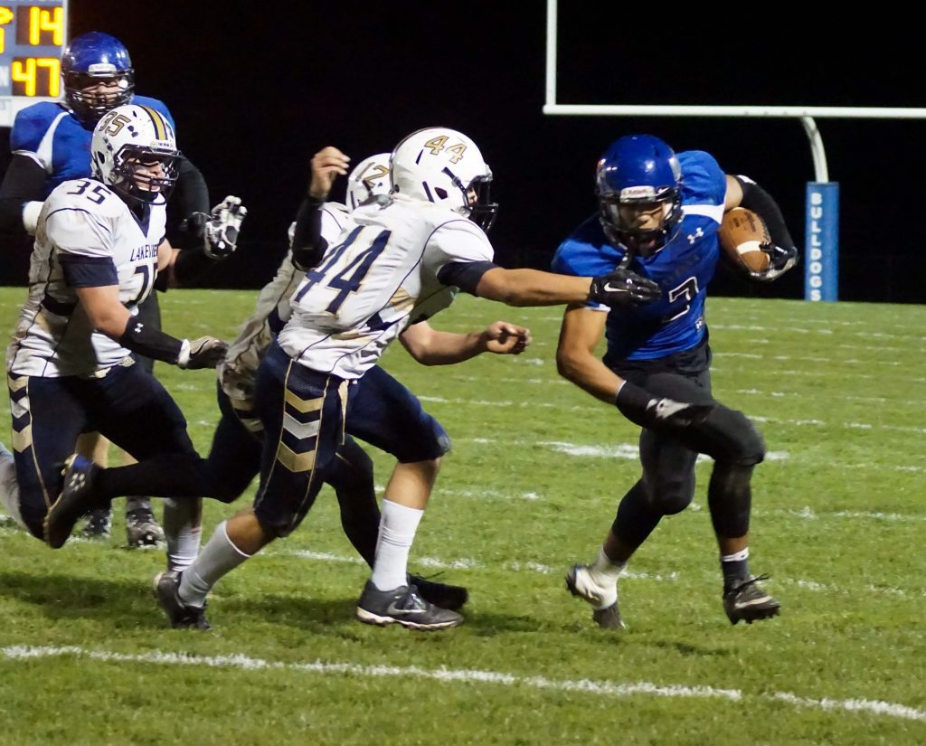 David Thompson finds the outside edge around Lakeview's No. 44 Andrew Nummer. Photo/Leo Valdez