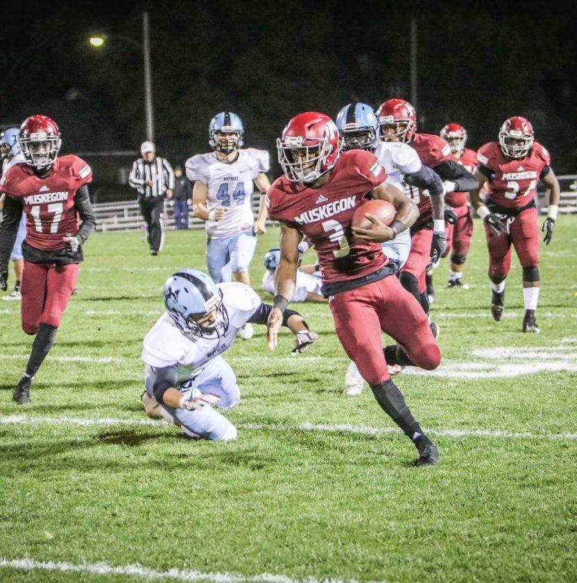 Kalil Pimpleton rushes up the sideline for Muskegon. Photo/Joe Lane