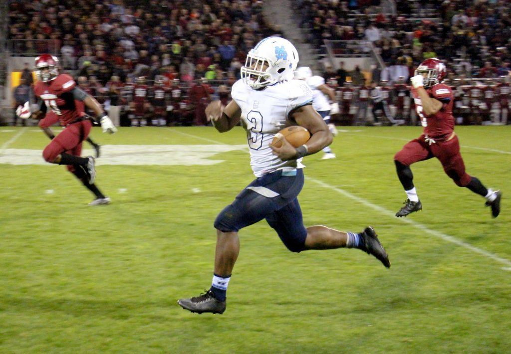 Marcus Collins rushes down the Mona Shores sideline for a big gain. Photo/Jason Goorman
