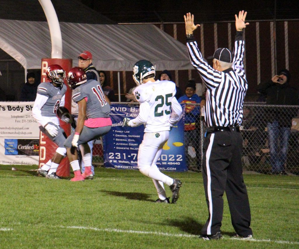 No. 6 Clinton Jefferson Jr. prepares to celebrate the Muskegon TD with No. 11 Jacorey Sullivan. photo/Jason Goorman