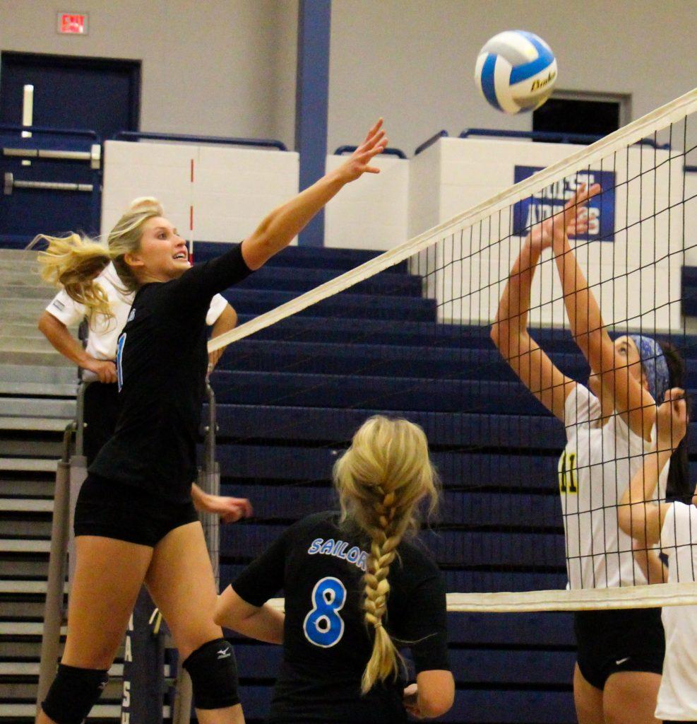 Madison Dun lifts a shot for Mona Shores. Photo/Jason Goorman