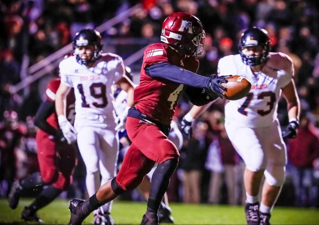 Raquis Mcdonald breaks free for a Muskegon touchdown. Photo/Tim Reilly