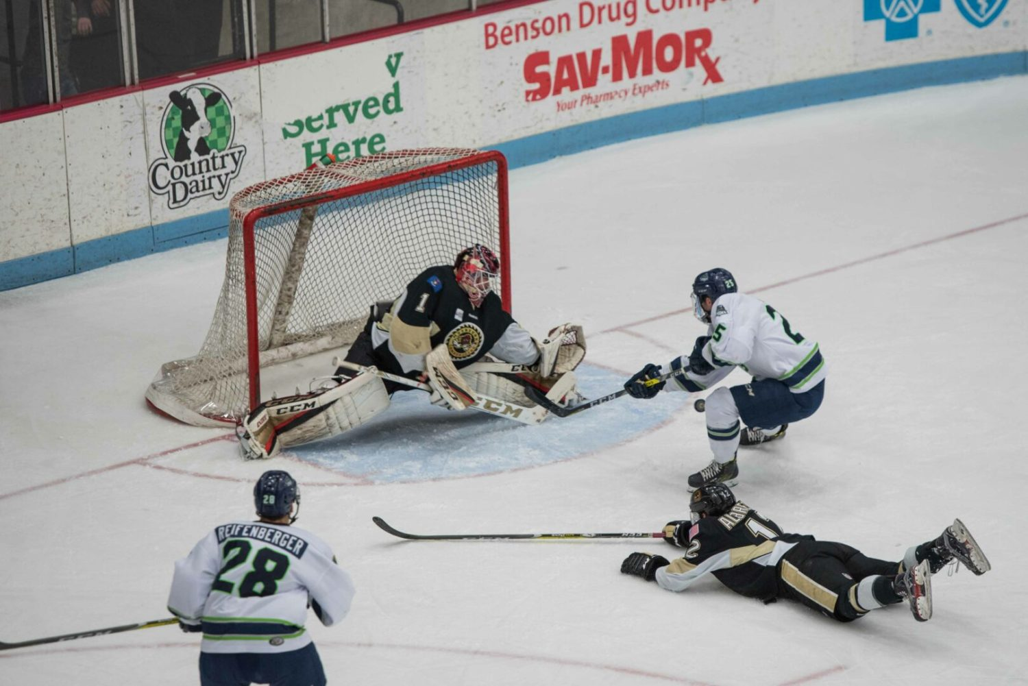 Lumberjacks rally again, win another nail-biter over Bloomington, 3-2 in OT shootout